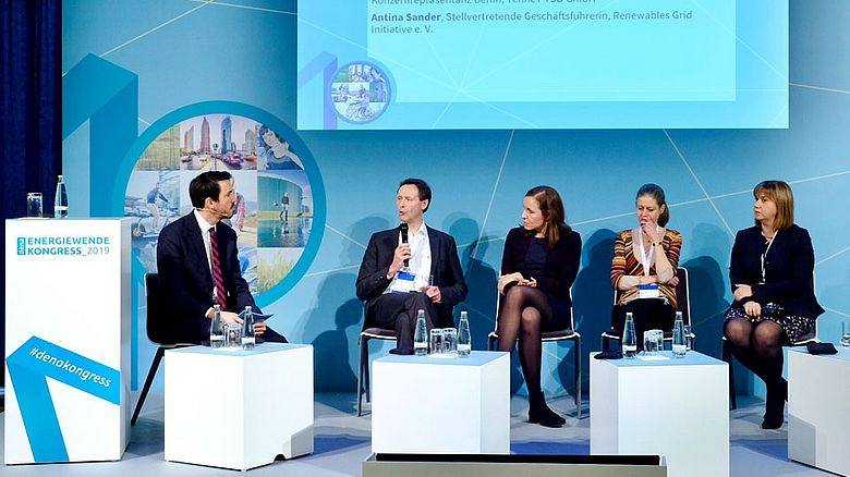 V.l.: Stefan Mischinger (Deutsche Energie-Agentur), Ulrich Ronnacker (Open Grid Europe GmbH), Antina Sander (Renewables Grid Initiative e. V.), Tetiana Chuvilina-Büschgens (TenneT TSO GmbH) und Dr. Selma Lossau (Netze BW GmbH).